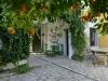 10. B&B patio met sinasappelbomen en gezellige zithoekjes