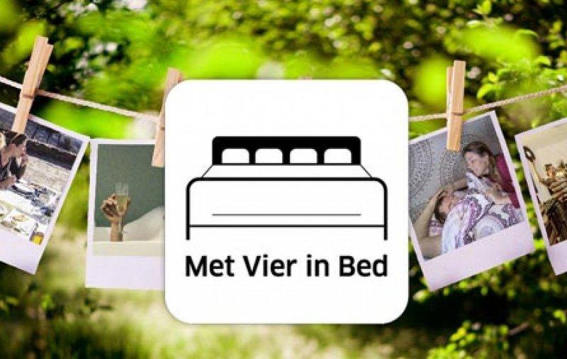 herbekijk met vier in bed